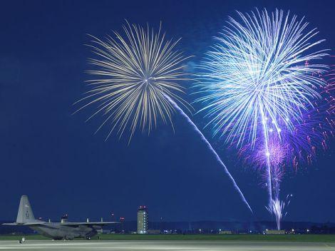 Fireworks_over_Yokota_Air_Base,_Japan,_July_4,_2009