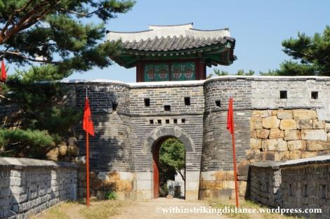 14Oct13 Paldalsan Wall Hwaseong Fortress Suwon South Korea 010