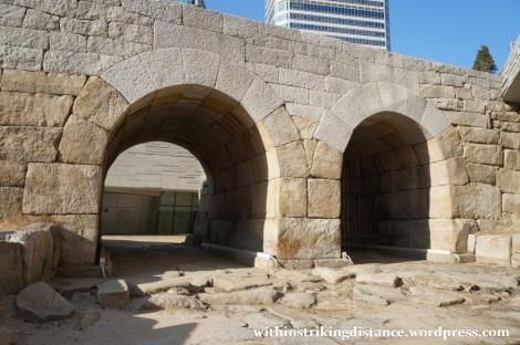 13Dec14 011 South Korea Seoul Dongdaemun Design Plaza Yigansumun Flood Gate
