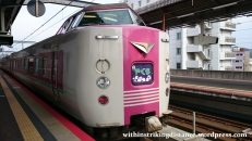 06jul15-001-japan-honshu-jr-west-381-series-emu-yakumo-limited-express-train-green-car