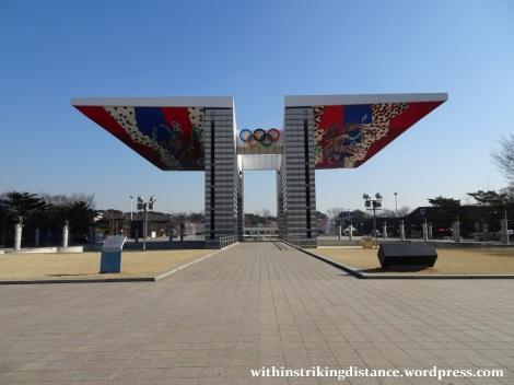 07feb16-001-south-korea-seoul-olympic-park-world-peace-gate